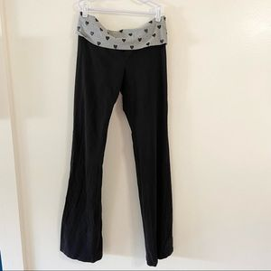 Victoria's Secret PINK Yoga Pants Grey Heart Print
